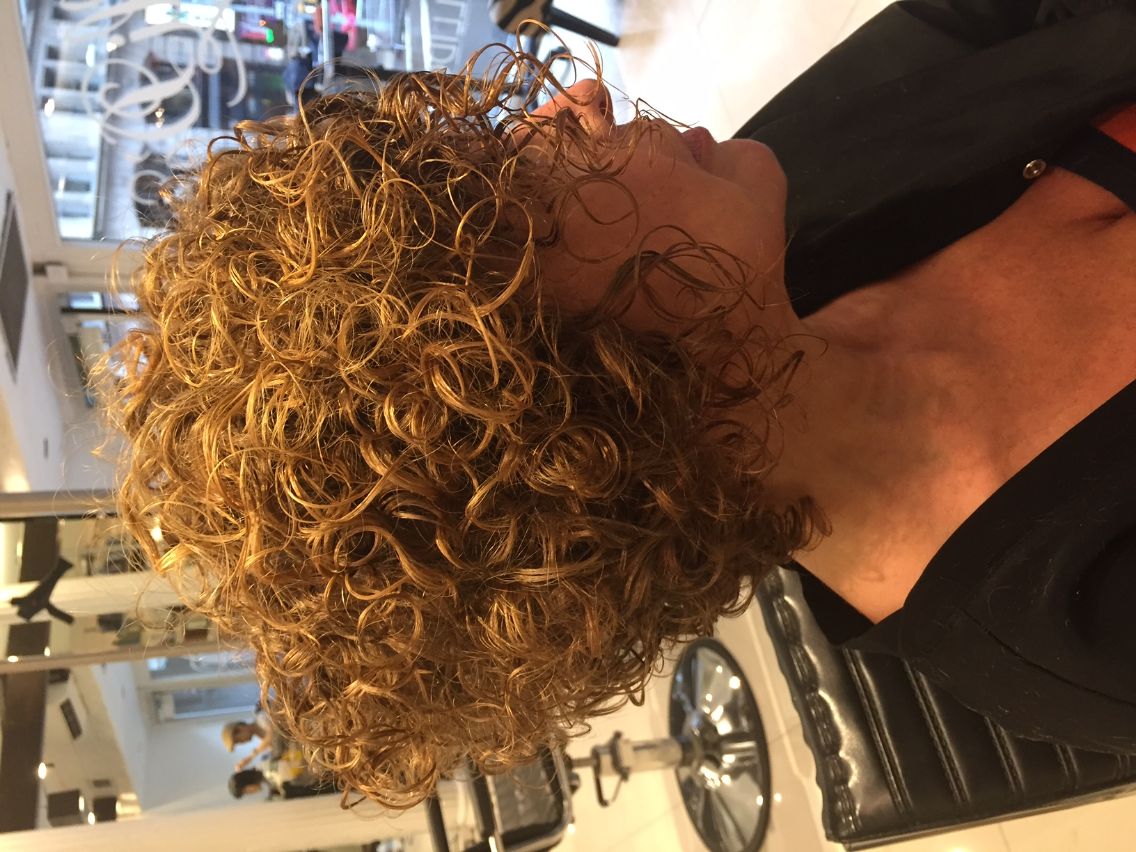 Salon spotlight leslie ellen curly hair salon for Abbate salon pareri